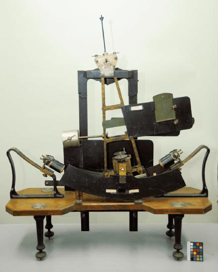 京都大学に残る「多用 途振子型瞬間露出器」(ドイツ Zimmermann 社製)
