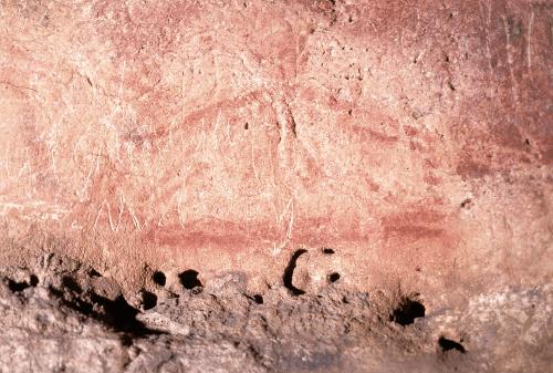 フォン=ドゥ=ゴーム洞窟(フランス,ドル ドーニュ県)の赤い記号《テクティフォルム》。