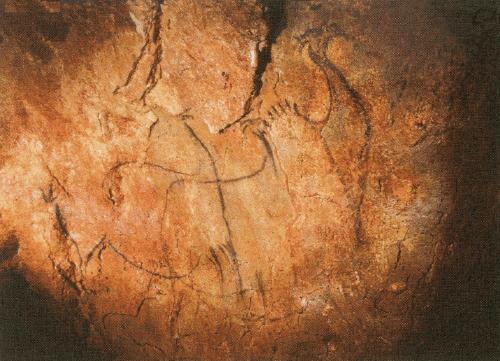 ペシュ=メルル洞窟(フランス,ロット 県)の混成動物像(全体的なシルエットはオオツ ノジカ,頭部はアイベックス,たてがみはウマ)。