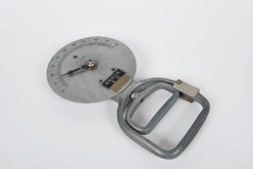 写真1 新潟大学に残る安藤研究所製のスメッドレー式握力計