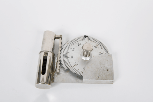 写真4 金沢大学資料館に残る山越工作所製の継続握力検査器