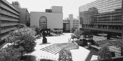 写真1 キャンパスの中心にある広場