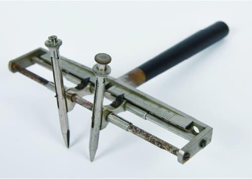 写真2 新潟大学に残るエビングハウスの触覚計 (Zimmermann社製)